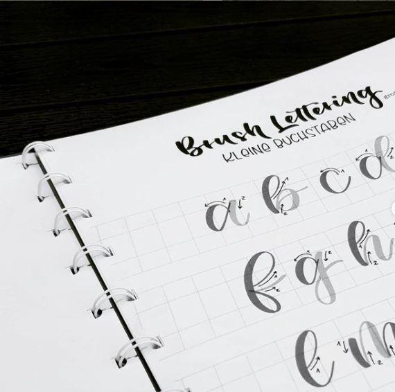 Brushlettering Übungsblatt aus dem Workbook für den Anfängerworkshop